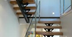 Beltéri lépcsők fa lépcsőfokkal